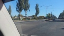 Катаемся по городу, смотрим по сторонам, на биллбордах Пети Порошенко морда