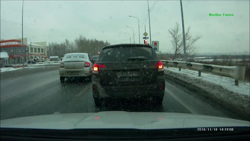 Яндекс такси- Т330ХВ72 грубые нарушения- выезд на встречную полосу и проезд на красный свет.