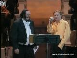 Лучиано Паваротти светится улыбкой в дуэте с Брайаном Адамсом. Bryan Adams &amp Luciano Pavarotti -