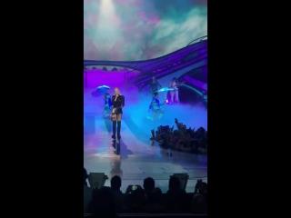 Gwen Stefani - Umbrella (Zappos Theater, Planet Hollywood, Лас-Вегас)