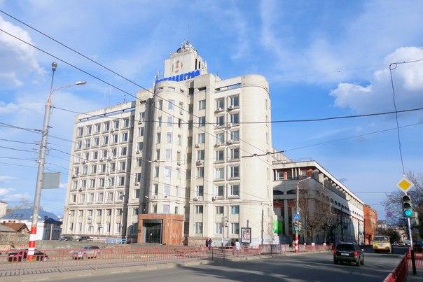Советский вариант того же здания
