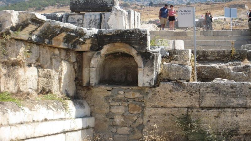Скептический дайджест 27. Загадка римской пещеры-убийцы и чудо-мальчик из Индии