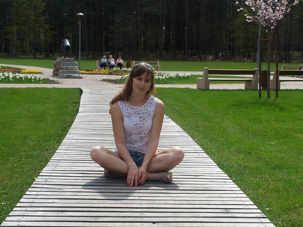 Ekaterina Nikisheva in lotus position │ Image Source: Katerina Nikisheva