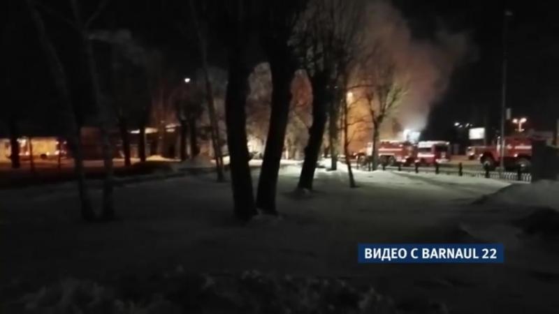 Больше суток пожарные не могут потушить пожар в историческом здании на площади С