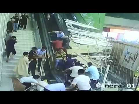 Ceiling decoration collapses injures tourists in northwest China