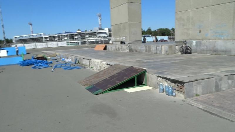 Надругательство над памятником Курчатову