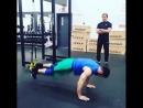 Артур Бетербиев делает необычное упражнение