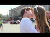Kissing prank ШКОЛЬНИК РАЗВОДИТ ДЕВОЧЕК НА ПОЦЕЛУИ