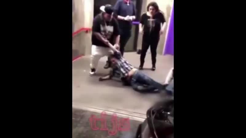 Получай леща с вертухи MMA и UFC Разборки бои драки на улице