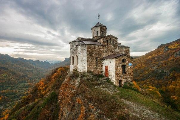 Храм Георгия Победоносца на горе Шоана. Карачаево-Черкесия. Автор фото: Ivan Gudovtsov.