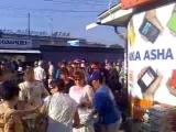 Раздача газеты Вести на метро Святошин в Киеве