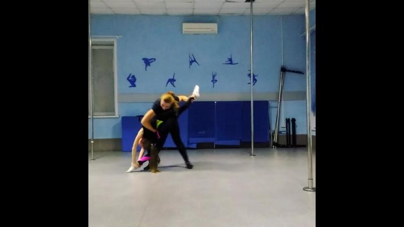 акробатика растяжка танцы Кемерово. Студия Стимул