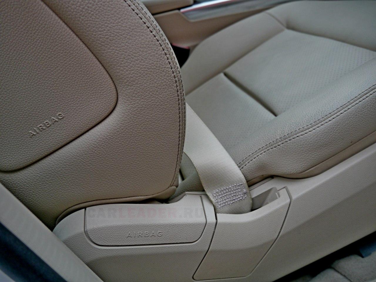Целых две подушки безопасности в кресле - рекорд среди всего E-класса.