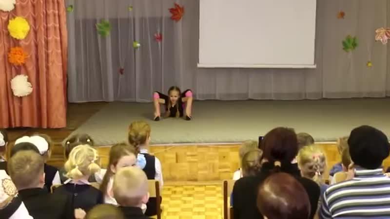 Варя сама придумала танец для мамы на День матери