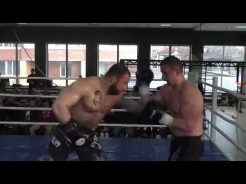 Штангист в боксе Турнир Белые воротнички