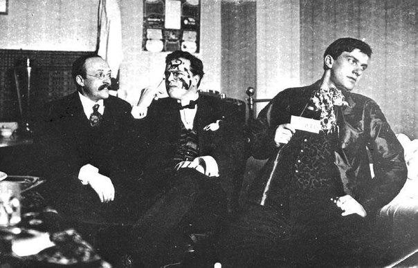 Давид Бурлюк, Владімір Маякоський і футурист-літературознавець Андрєй Шемшурін