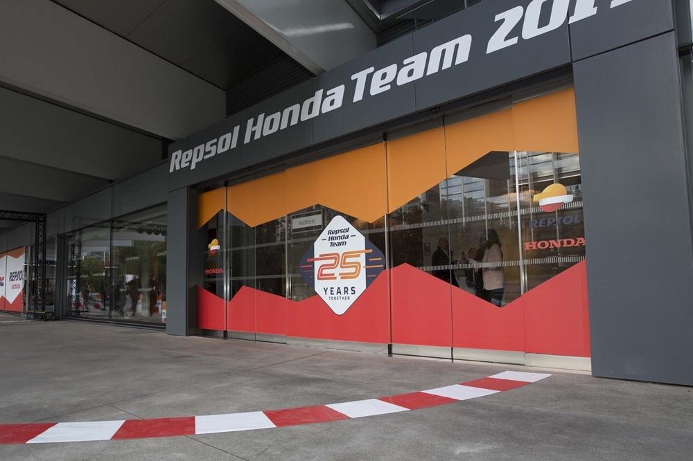 Фотографии с презентации команды Repsol Honda