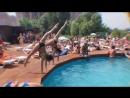 Сексапильные гимнастки прыгают в воду