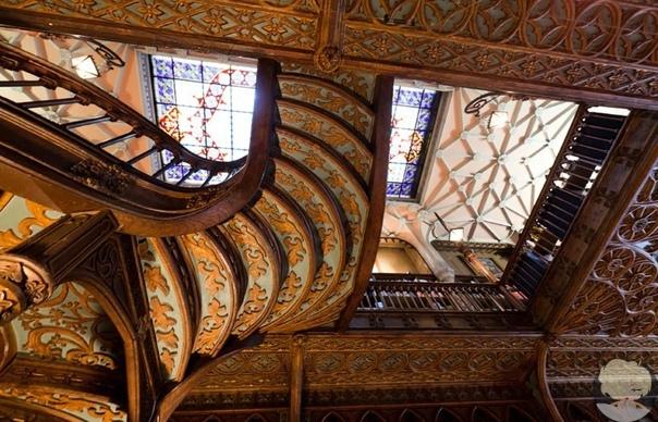 «Ливрариа Лелло» в Порту  один из самых древних и красивых книжных магазинов в мире