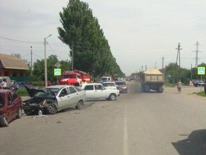ДТП в Таганроге: На Мариупольском шоссе Hyundai Accent протаранил «ВАЗ 21120», пострадали двое