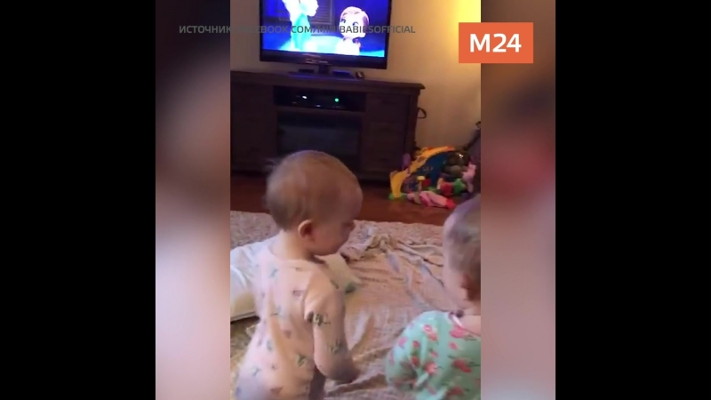 Дети повторяют за героями мультфильма