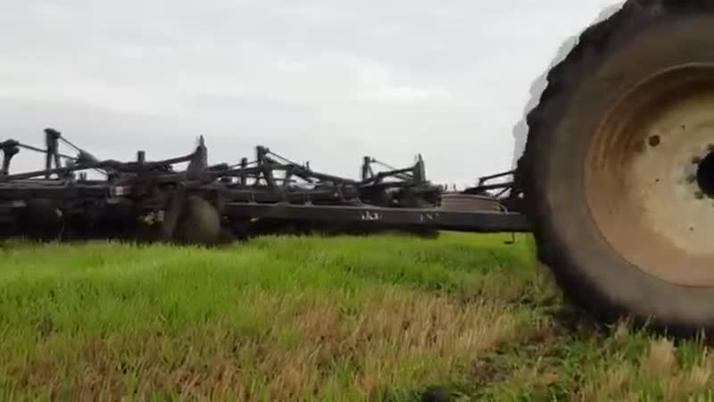 New Holland T j 380 _ Flexi Coil ST 820 _ voice of monster - tractor _ mini-till large areas of land.mp4