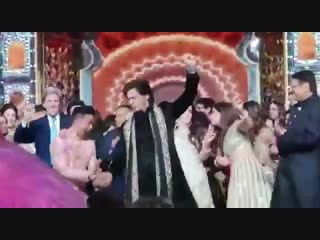 John Kerry and Hillary Clinton dancing to Bollywood music with Shah Rukh Khan in India - -