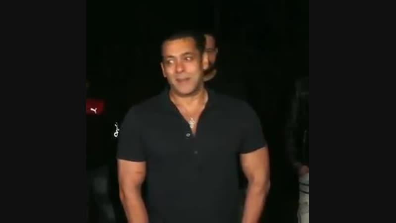 1 Jo humare fans hai unke liye aacha kaam karenge aagey - Salman Khan - 2 Maa ne kaha ab 4 packs nhi chalega toh new year resolu