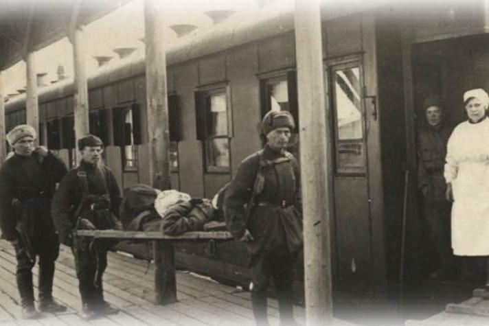 К осени 1942 года в Красноярском крае действовало 46 госпиталей, которые были го...