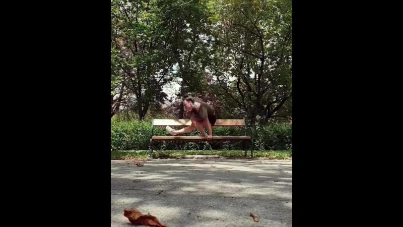 Yvonne Smink - Танец на скамейке