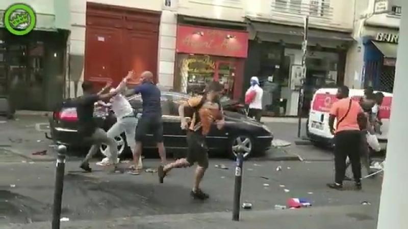 Soir de la finale lors de lattaque dun bar place de la Bastille on se situe au 1, rue de l.mp4