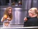 Приведение в лифте!!!! Жестокий розыгрыш!!!! смешно)))