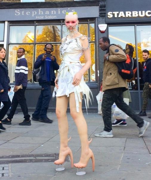Сапоги из «человеческой кожи» за 500 тысяч рублей Канадский бренд Matieres Fecales представил свои эксклюзивные сапоги, выполненные из материала, очень напоминающего обычную человеческую