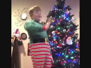 When you pass all your finals and now you can enjoy your Christmas Break stress free️