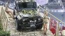 """...новая модель UAZ Patriot Sport, обновленная версия легендарного классического внедорожника  """"УАЗ-469 """" (на снимке) и."""