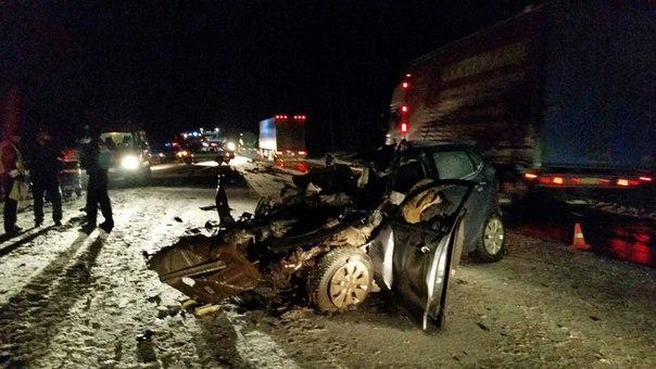 На дороге Вологда - Новая Ладога столкнулись 6 машин, погибли 3 человека (ФОТО)