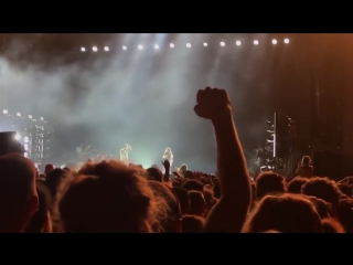 KENDRICK LAMAR Stops Show for White Fan SAYING THE N-WORD ONSTAGE!!!