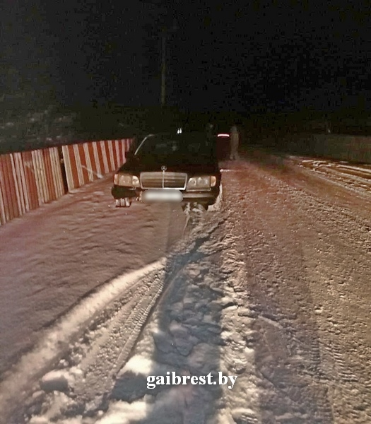 """В Каменецком районе при катании на прикрепленных к автомобилю """"санях"""" погиб парень"""