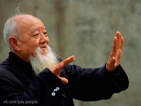 Мудрый человек сказал однажды: Три вещи никогда не возвращаются обратно: время, слово, возможность. Три вещи не следует терять: спокойствие, надежду, честь. Три вещи в жизни наиболее ценны: любовь, убеждение, доверие. Три вещи в жизни ненадежны: власть, удача, состояние. Три вещи определяет человека: труд, честность, достижения. Три вещи разрушают человека: вино, гордыня, злость. Три вещи труднее всего сказать: я люблю тебя, прости, помоги мне.