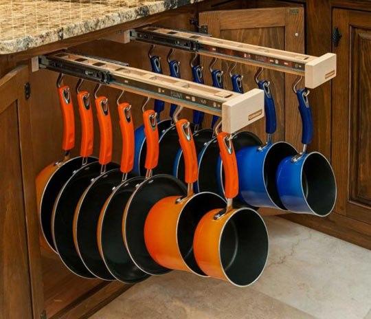 #Идея для кухни Очень удобное, претендующее на гениальность размещение кастрюль и сковородок