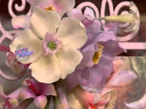 Jorge Rubicce - Bienvenidas TV - Modela en porcelana fría una caja con flor en 3D.