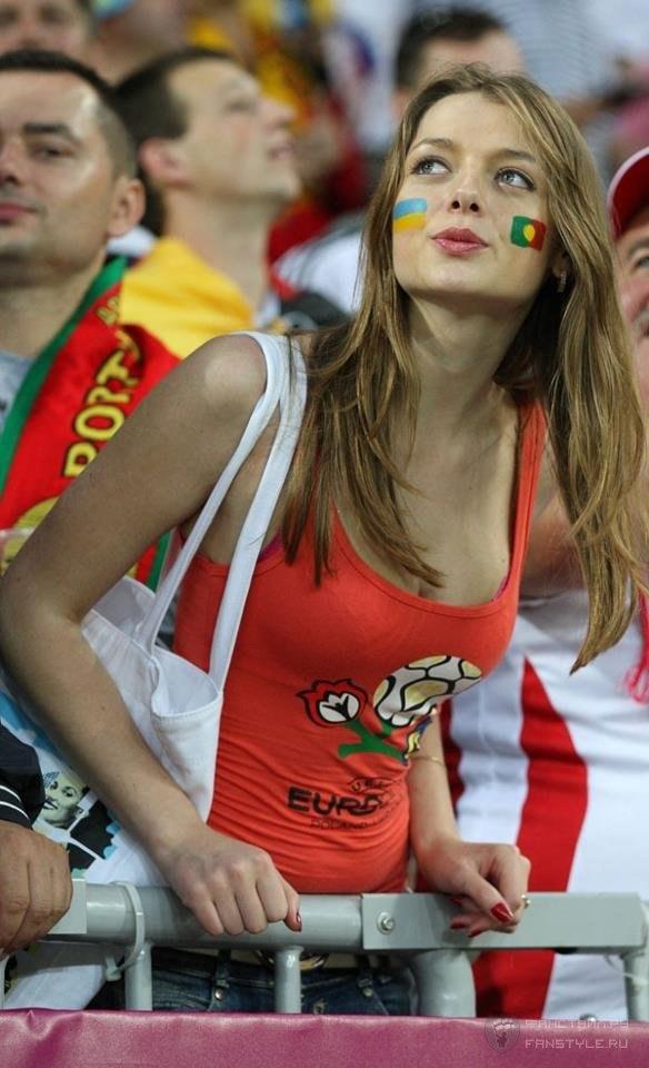 Девушки футбольные болельщицы на Чемпионате Европы 2012, Украина