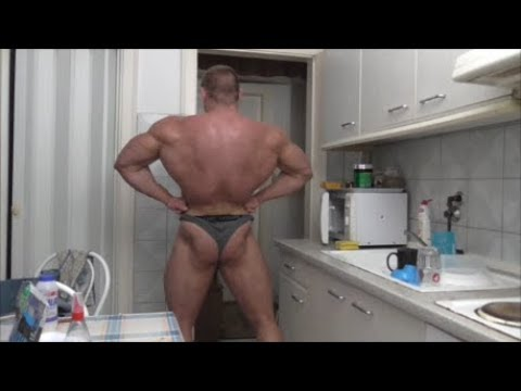 Hungry Beast Takes His Shirt Off And Flexes His Awesome Massive Gains !