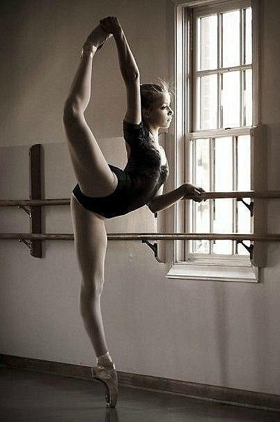 Девушка танцует go-go в пуантах flv - YouTube
