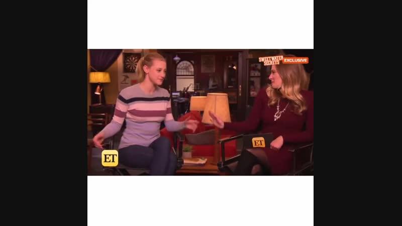 Лили и Коул говорят о костюме королевы гриффонов Бетти.