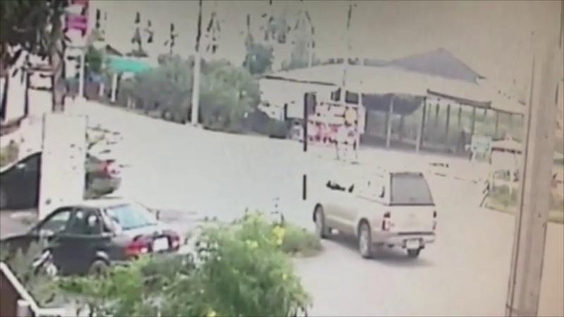 อุบัติเหตุแยกสยอง เสี่ยร้านทองซิ่งออดี้พุ่งชนรถพ่วง ทับกระบะกำลังจะไปทำบุญ ดับ 5 : Khaosod TV