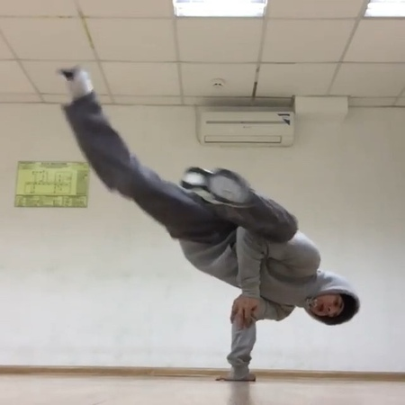 "World B-Boy Classic Breaking👑 on Instagram ""@elvisczc on that airbaby levels😳💯 comixzonecrew  bboy breaking dance tricks worldbboyclassic ..."