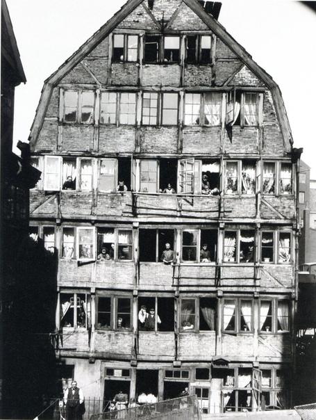 Дом, в котором родился Иоганнес Брамс в 1833 году. Гамбург, 1904 год.