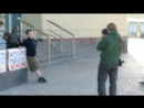Славянск, 06.05.2014, русский журналист вывел детей на митинг.