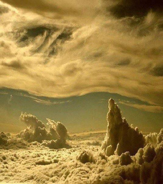 Фантастическое небо из окна самолета